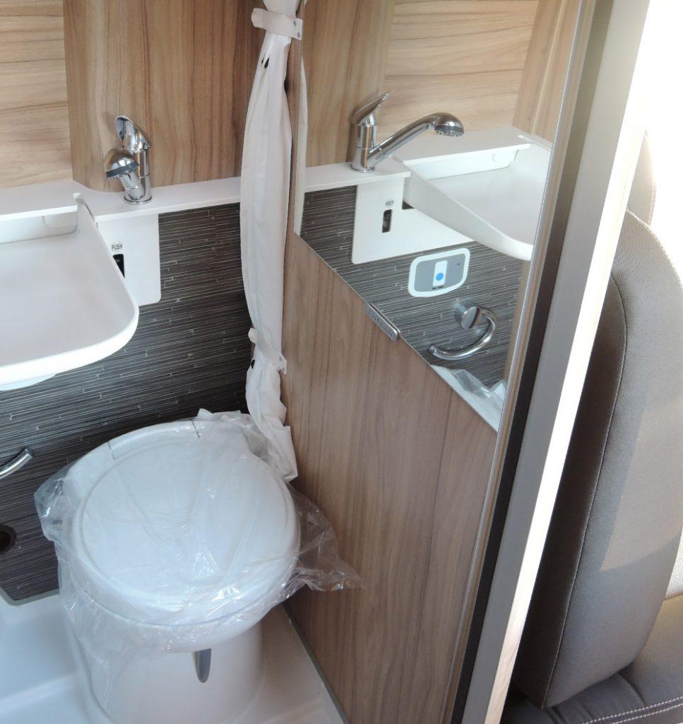 Location Camping Car Morlaix Grand Canyon Toilettes
